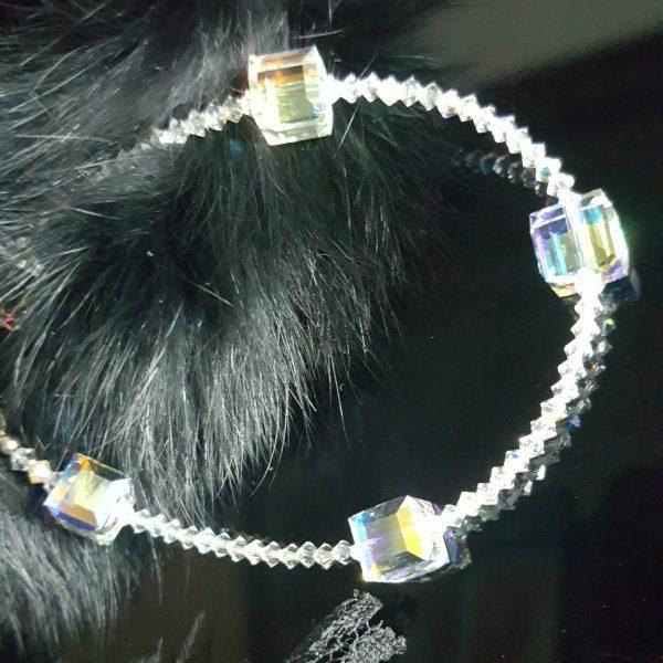 Гривна с кристали Куб Сваровски