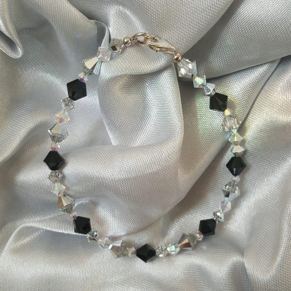 Оригинални дамски гривни с кристали