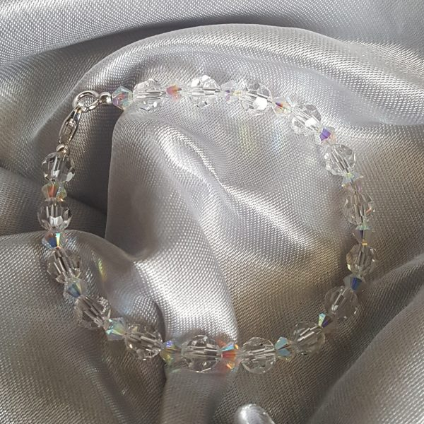 Дамска гривна с австрийски кристали Сваровски