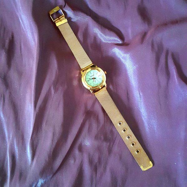 Моден дамски кварцов часовник