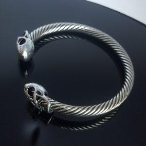 Викингска гривна Черепи