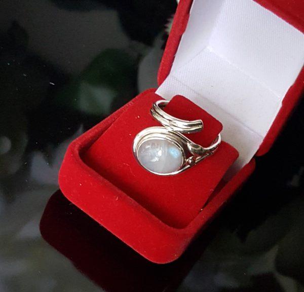 Сребърен пръстен с Лунен камък Лунна светлина