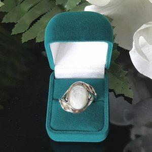 Сребърен пръстен с Лунен камък Чанге