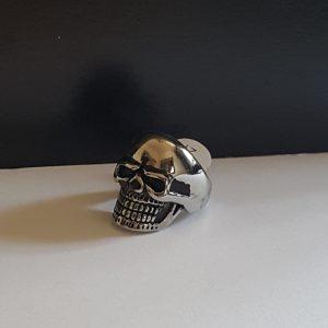 Пръстен от стомана с череп