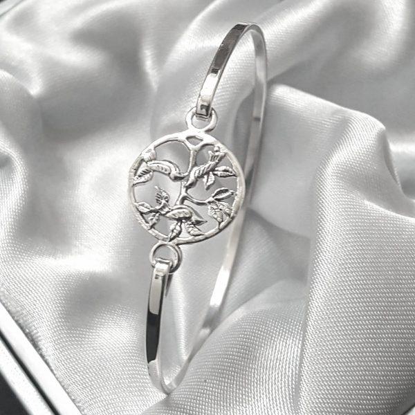 Сребърна дамска гривна