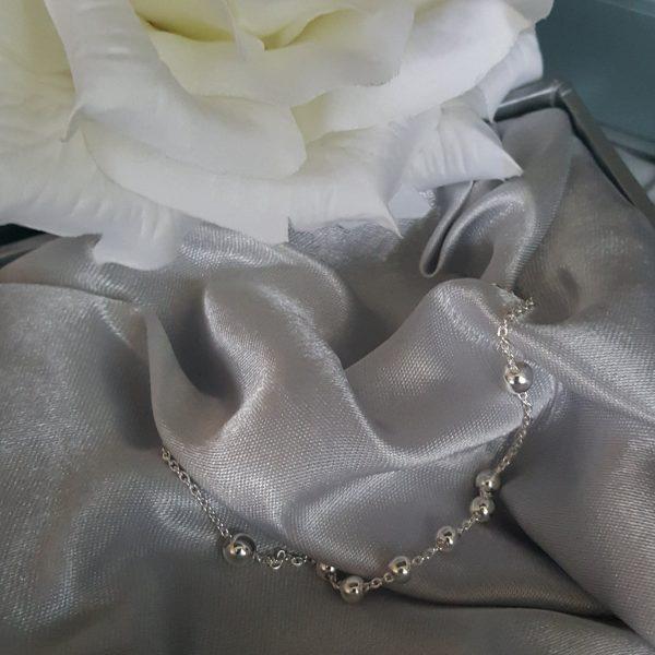 Нежна сребърна гривна