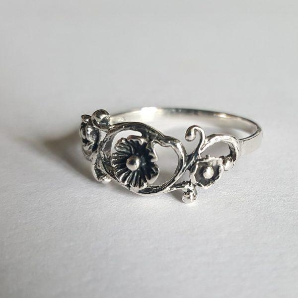 Сребърни бижута пръстени