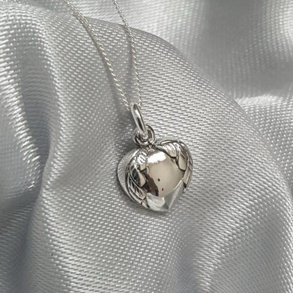 Сребърна висулка за колие Сърце